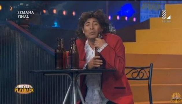 ¡Carloncho regresó a 'Los Reyes del Playback' con 'Una cerveza' de Ráfaga!