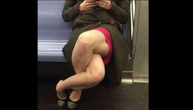 ¿Por qué la foto de esta mujer cruzando las piernas se volvió viral?
