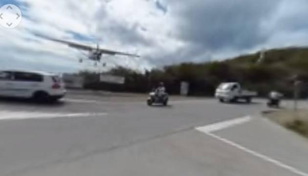 ¡Suave! Fotógrafo casi es decapitado por una avioneta
