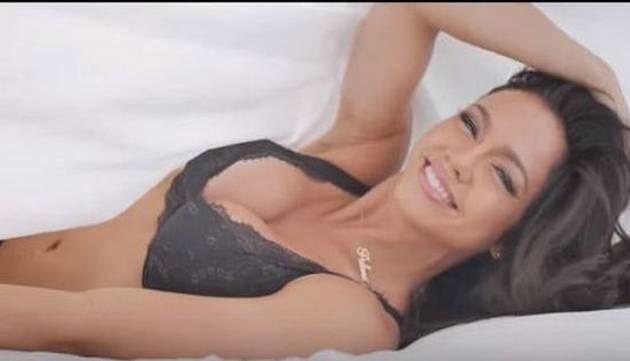¡Paloma Fiuza desata locura en las redes con videoclip de 'La mordida'!