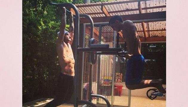 ¡Pa las fanáticas! Mira la foto de Maluma haciendo barras :3