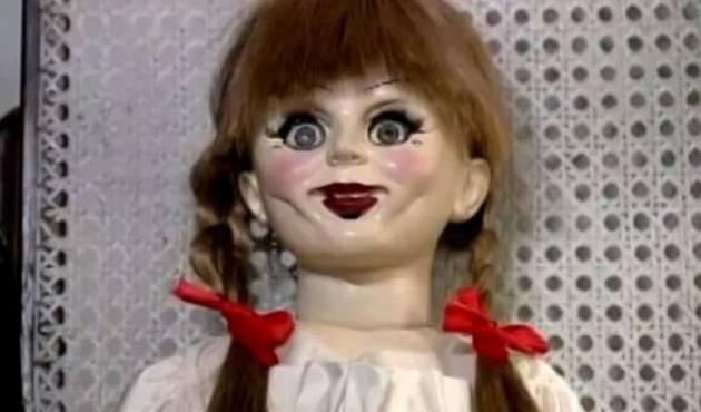 """Broma con la muñeca diabólica """"Anabelle"""" es lo más visto en Perú"""