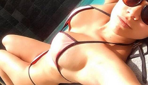 Andrea San Martín luce diminuto bikini y publica sensuales fotos en Instagram
