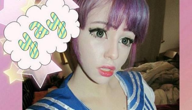 Sexy adolescente se transforma en muñeca anime [FOTOS]