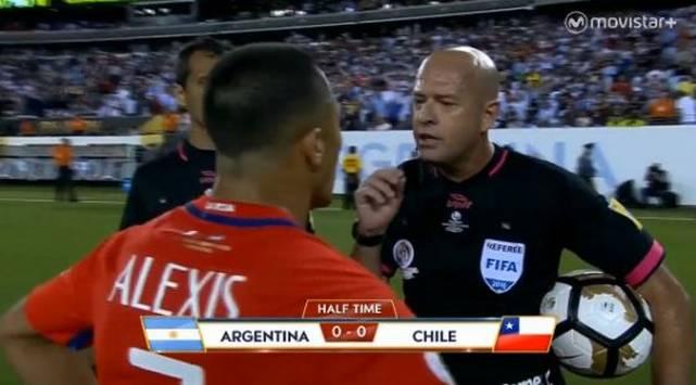Árbitro troleó a chileno por su peculiar forma de hablar [VIDEO]