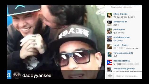 J Balvin le da besito a Farruko y casi a Daddy Yankee