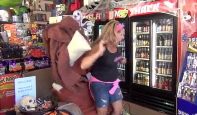 Broma por Halloween: La silla humana
