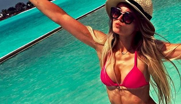 'Cachaza' enciende el verano con estas infartantes fotos
