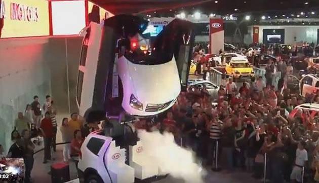 Camioneta se convierte en robot al estilo de 'Transformers'