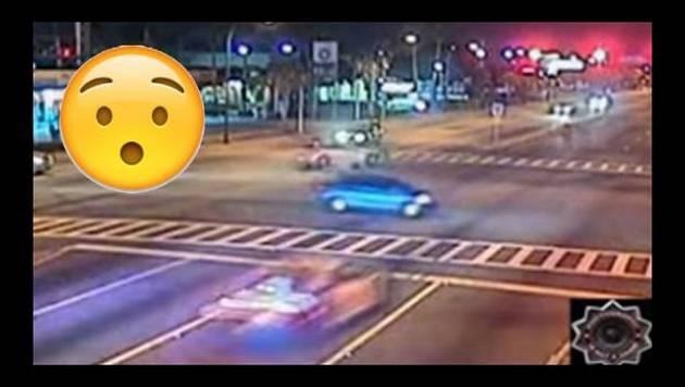 ¡Policía provocó brutal choque tras pasarse la luz roja a 140 km/h!