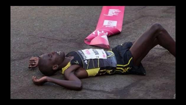 Atleta rompe récord en Media Maratón, pero al llegar a la meta...