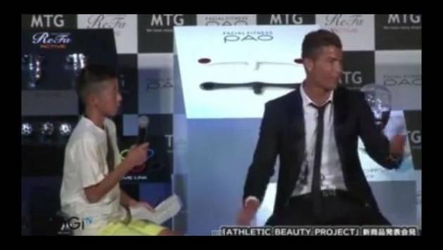 Cristiano Ronaldo defiende a niño japonés que le hacía preguntas en portugués