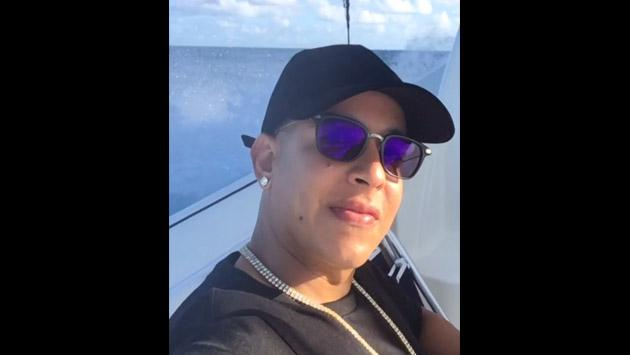 Daddy Yankee y su Año Nuevo de luces y mar [VIDEO]