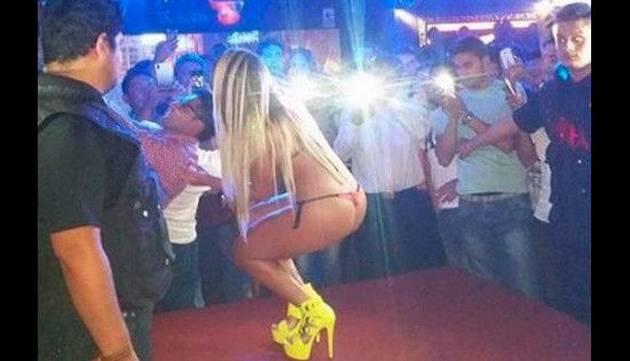 Dorita Orbegozo lució diminuto bikini en show