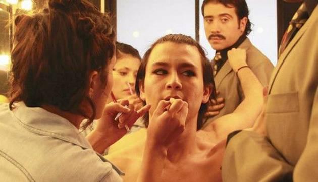 Chichico se transformó en una azafata sensual ¡Está irreconocible!