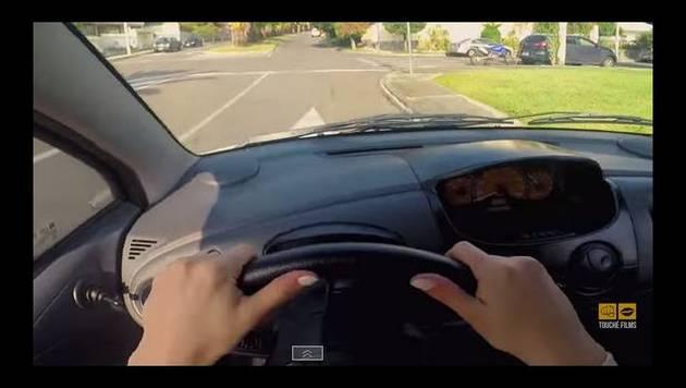 YouTube: EnchufeTV te muestra el mundo como alguien sin brevete