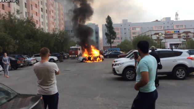 Todos grababan el incendio de un carro, sin pensar que...