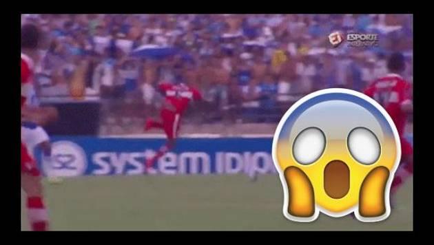 ¿Un fantasma se 'bajó' a un futbolista? Mira el video