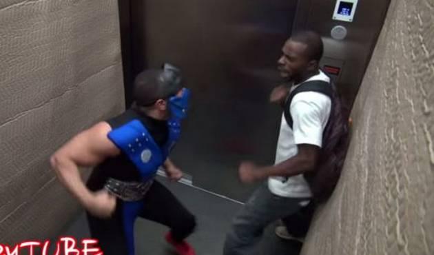 ¡Broma de Mortal Kombat en el ascensor es un éxito!