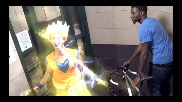 YouTube: aterrorizan a peatones vestidos de Gokú y Vegeta