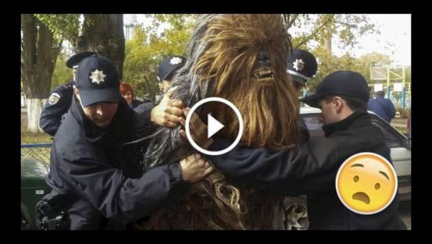 'Chewbacca' fue arrestado por estacionar mal su automóvil