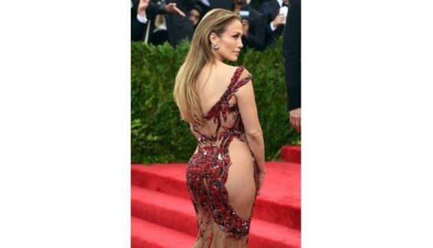 Kim Kardashian y Jennifer Lopez la rompen en Instagram con foto del Met Gala