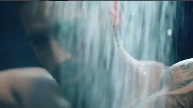 ¡Maluma alborota a sus fans con video grabado en la ducha!