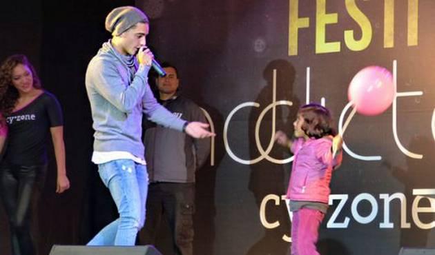 Le roban el corazón a Maluma en Plaza Norte