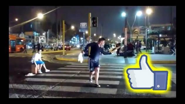 ¡Buena! Facebook los aplaude porque piden plata en semáforos de esta forma bien paja [VIDEO]