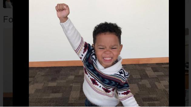 ¡Así reaccionó este niño al enterarse que sería adoptado!