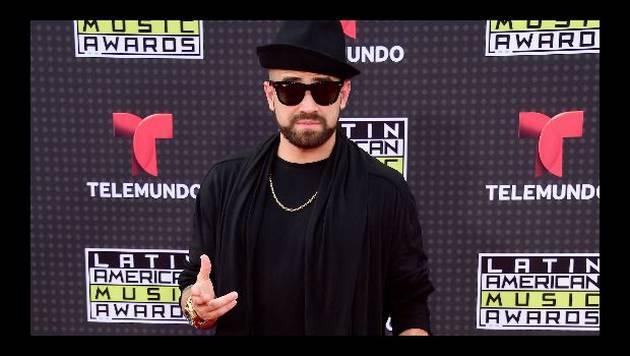 ¡No vas a creer lo que le pasó a Nacho en los Premios Lo Nuestro! [VIDEOS]