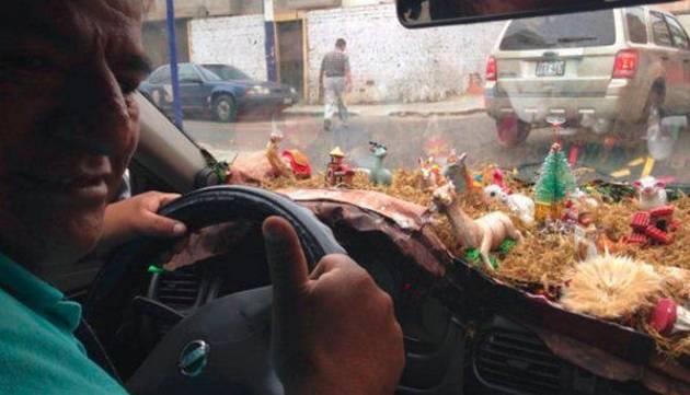 ¡Este es el taxista más navideño de Lima!