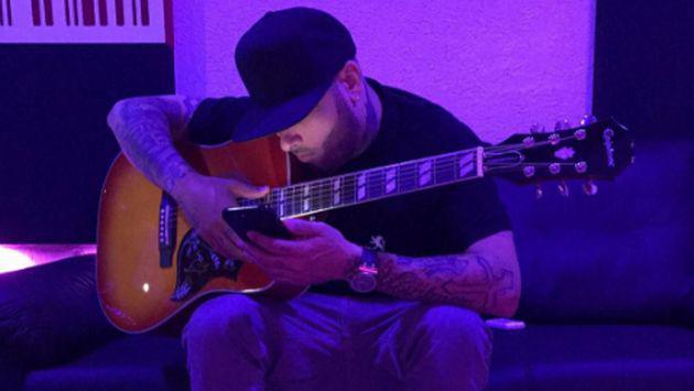 ¿Qué tal le fue a Nicky Jam con la guitarra? [VIDEOS]