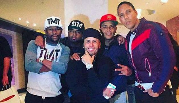 Nicky Jam pone a bailar reggaetón al boxeador Floyd Mayweather