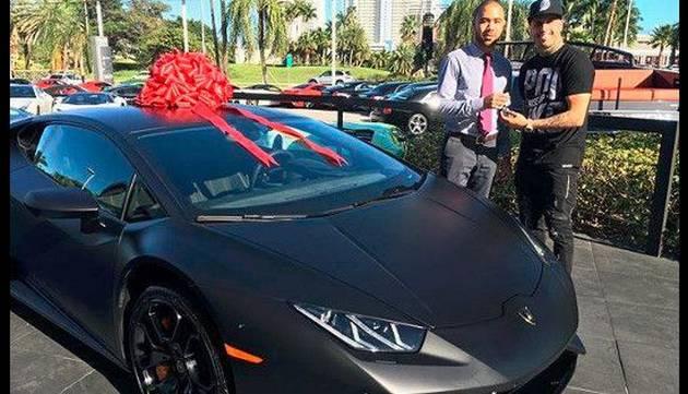 Nicky Jam engríe así a su 'bebé' ¡Chequea su increíble Lamborghini!