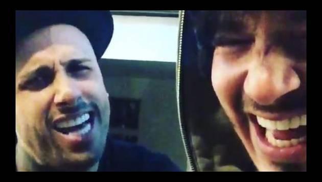Nicky Jam y J Balvin cantan