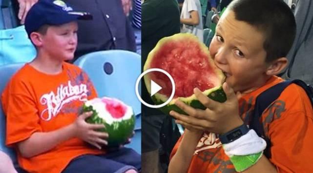 Niño devora una sandía y video se convierte en viral