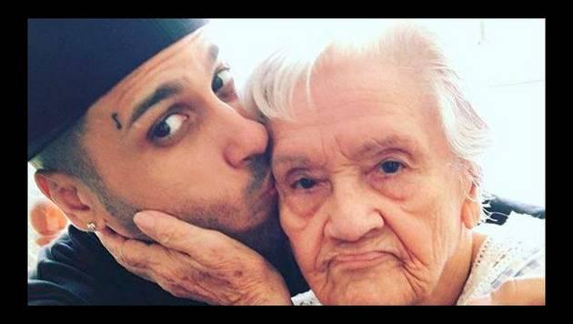 Así se vacila la abuela de Nicky Jam al escuchar 'Hasta el amanecer'