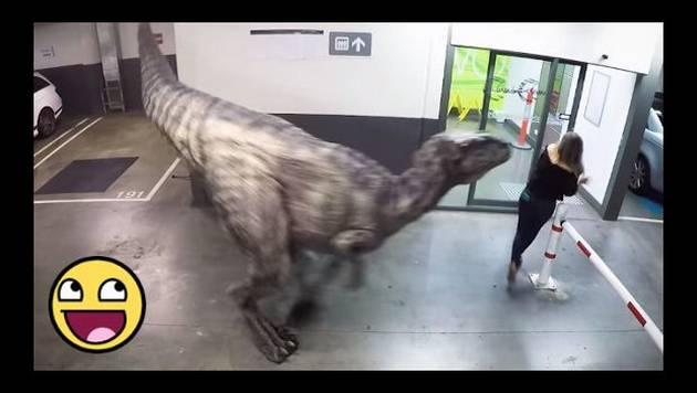 Broma del dinosaurio casi mata del susto a estas personas