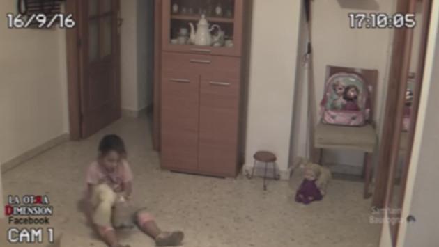 Padre graba un supuesto caso de actividad paranormal hacia su hija (VIDEO)
