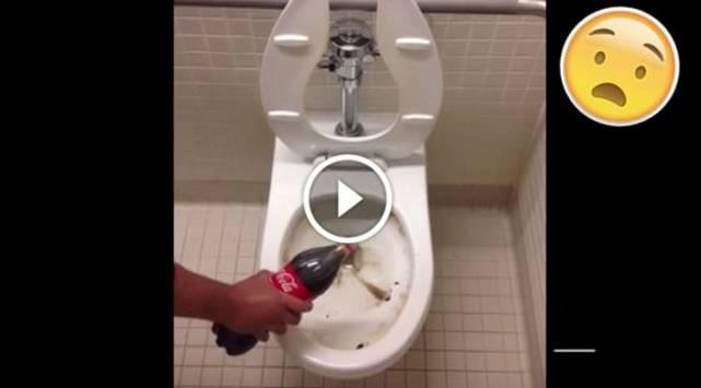 ¡Le echó gaseosa a su inodoro y no imaginó que sucedería esto!