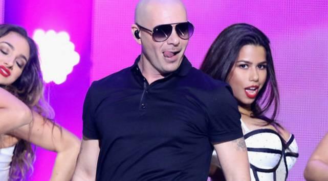 ¡No creerás cuánto cobra Pitbull por presentarse en un quinceañero!