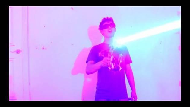 YouTube: Chico construye escopeta láser
