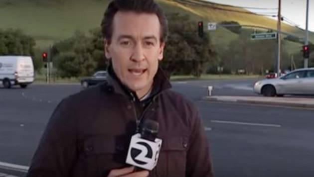 Reportero se salvó de ser atropellado durante transmisión en vivo