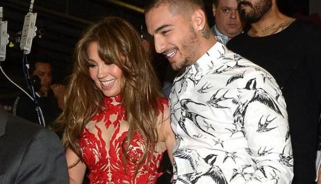 Maluma y Thalía coquetearon durante su presentación en Premio Lo Nuestro