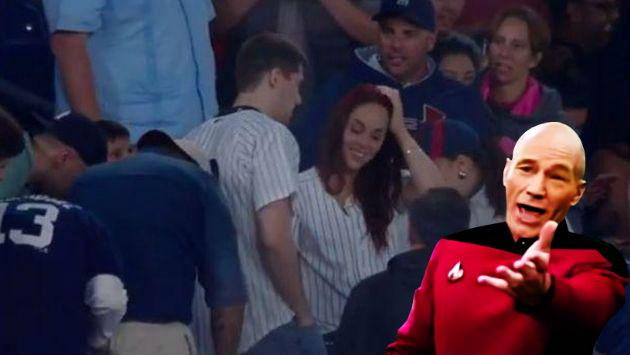 Le pidió matrimonio a su novia en pleno partido de béisbol que... [VIDEO]