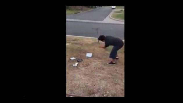 ¡Padre obligó a su hijo a destruir su Xbox por sacar malas notas!
