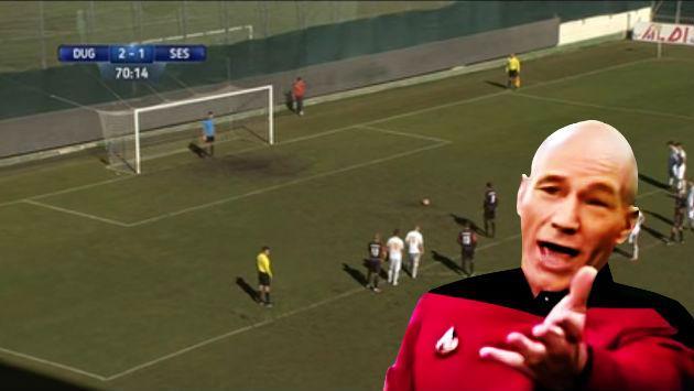 ¿Este es el árbitro más despistado del mundo? Mira el tremendo error que cometió