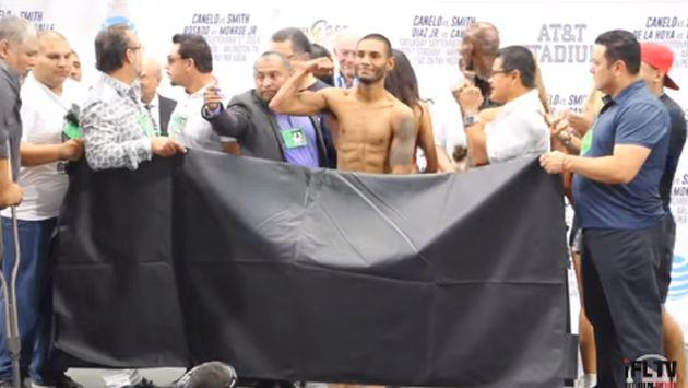 ¡Este boxeador tuvo que quitarse hasta el calzoncillo para a peso exacto! [VIDEO]