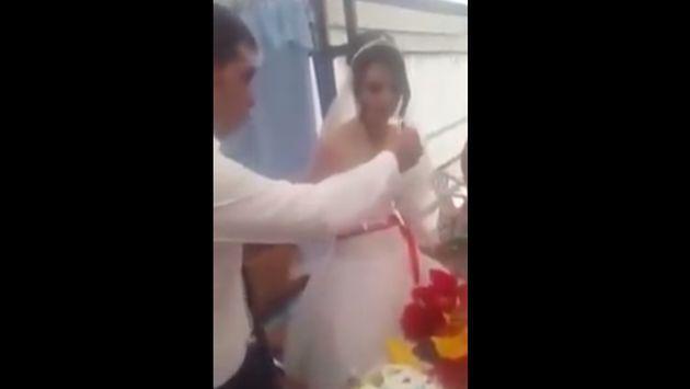 ¡De lo peor! Aí reaccionó este novio contra su esposa durante celebración de su matrimonio